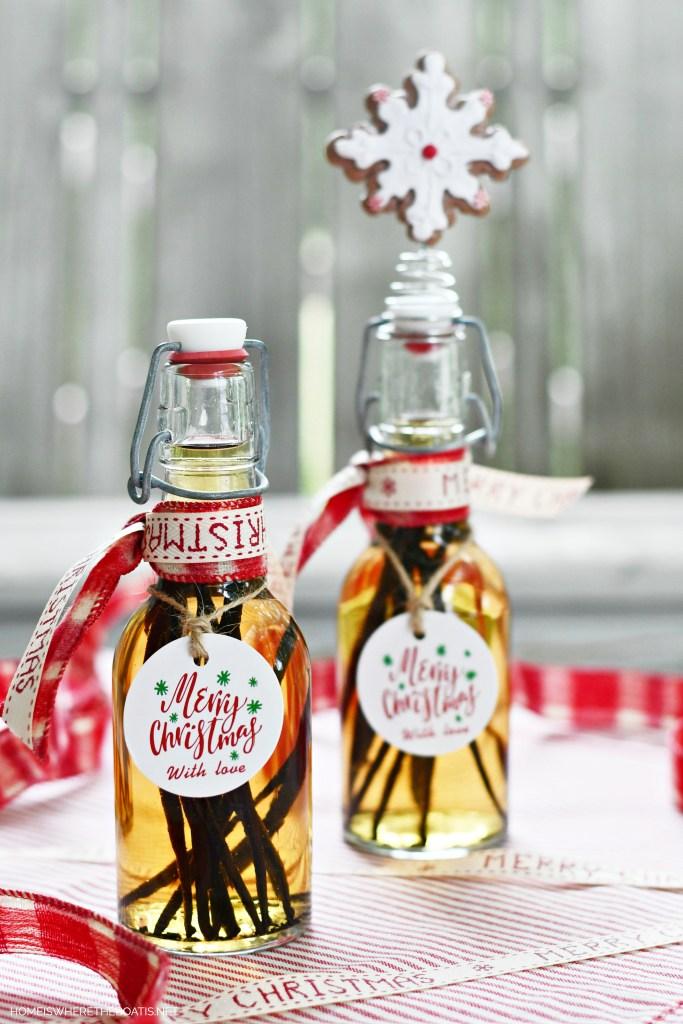 Homemade Vanilla Extract for Holiday Baking and Gifting | ©homeiswheretheboatis.net #foodgift #DIY #vanilla #Christmas