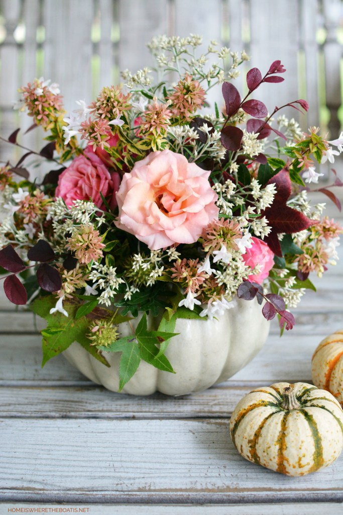 Shortcut method to create a Pumpkin Vase Centerpiece   ©homeiswheretheboatis.net #Thanksgiving #pumpkinvase #DIY #fall