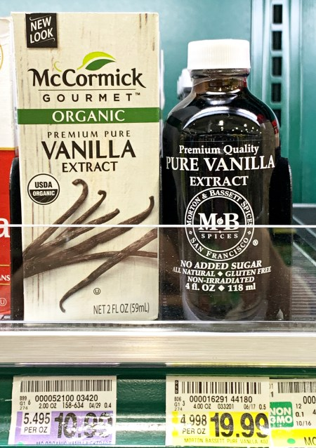 Pure vanilla extract, $5 an oz. at the grocery store, make your own for less than half! | ©homeiswheretheboatis.net #foodgift #DIY #vanilla #Christmas