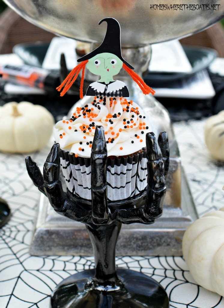 Halloween Witch Cupcakes | ©homeiswheretheboatis.net #Halloween #recipes #cupcakes