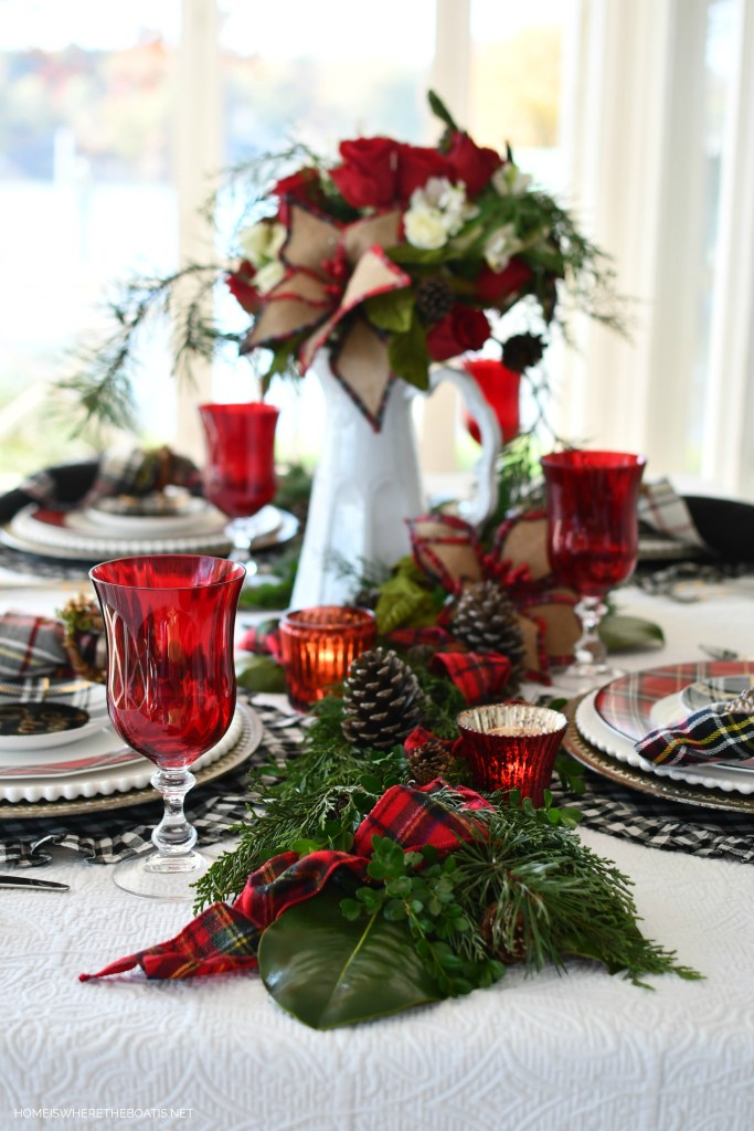 Merry and Bright Christmas Tablescape | ©homeiswheretheboatis.net #christmas #tablescapes #tartan #plaid