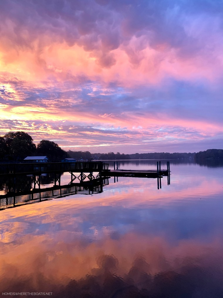 Sunrise Lake Norman | ©homeiswheretheboatis.net #LKN