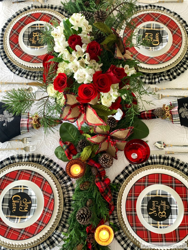 Merry and Bright Christmas Tablescape | ©homeiswheretheboatis.net #christmas #tablescapes #plaid