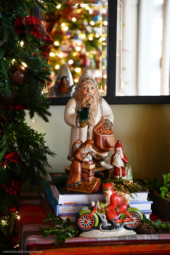Chalkware Santas | ©homeiswheretheboatis.net #christmas