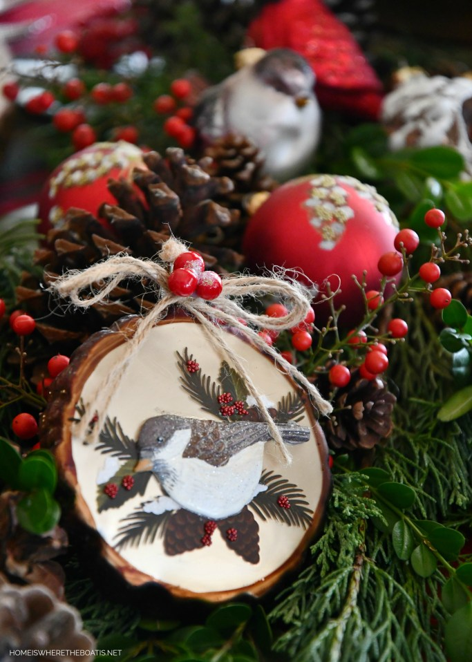 Merry Chrismas Nesting Tablescape with birds | ©homeiswheretheboatis.net #christmas #tablescapes #birds