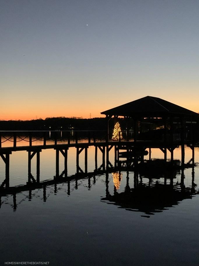 Christmas Tree on boat dock lake | ©homeiswheretheboatis.net #christmas #tree #lake