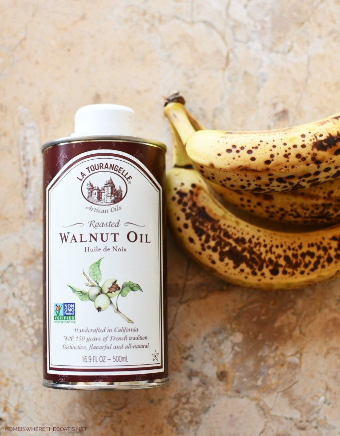 Roasted Walnut Oil! The secret ingredient for the best banana bread! | ©homeiswheretheboatis.net #recipes #healthy #quickbread #oats #streusel #bananabread #walnuts