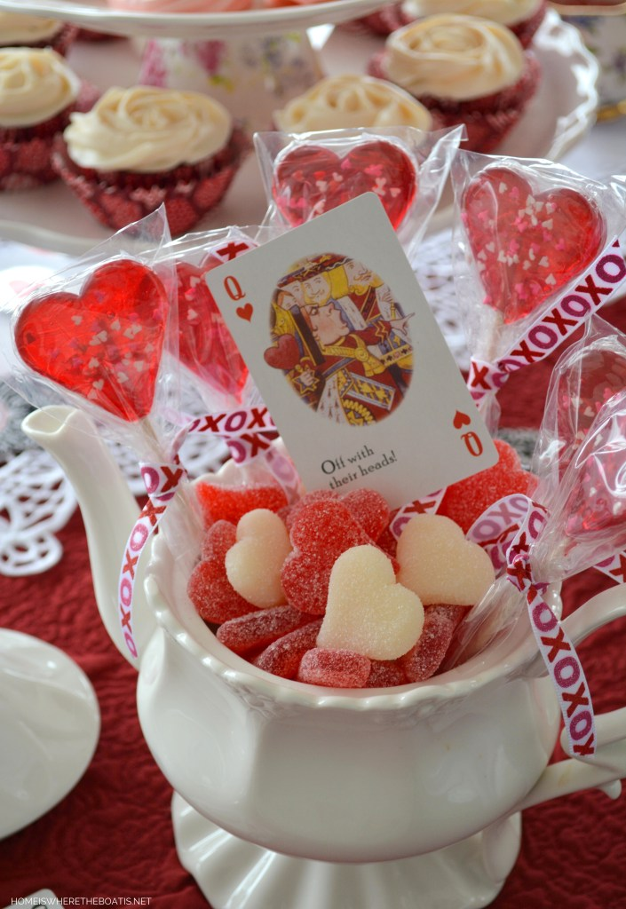 Alice in Wonderland inspired table for Valentine's Day | homeiswheretheboatis.net #tea #tablescapes #valentinesday