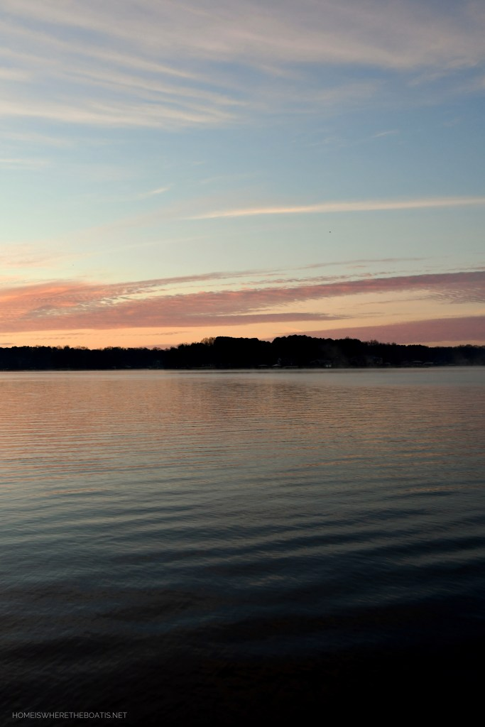 Sunset Lake Norman Weekend Waterview | ©homeiswheretheboatis.net #lakenorman #sunset