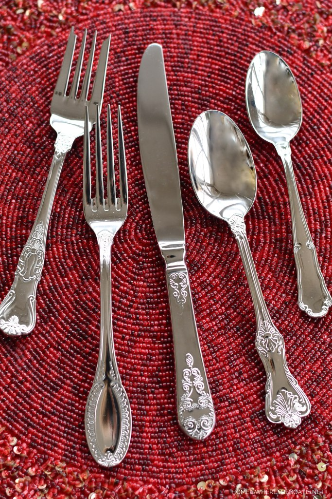 Wallace Hotel flatware | ©homeiswheretheboatis.net #valentinesday #tablescapes