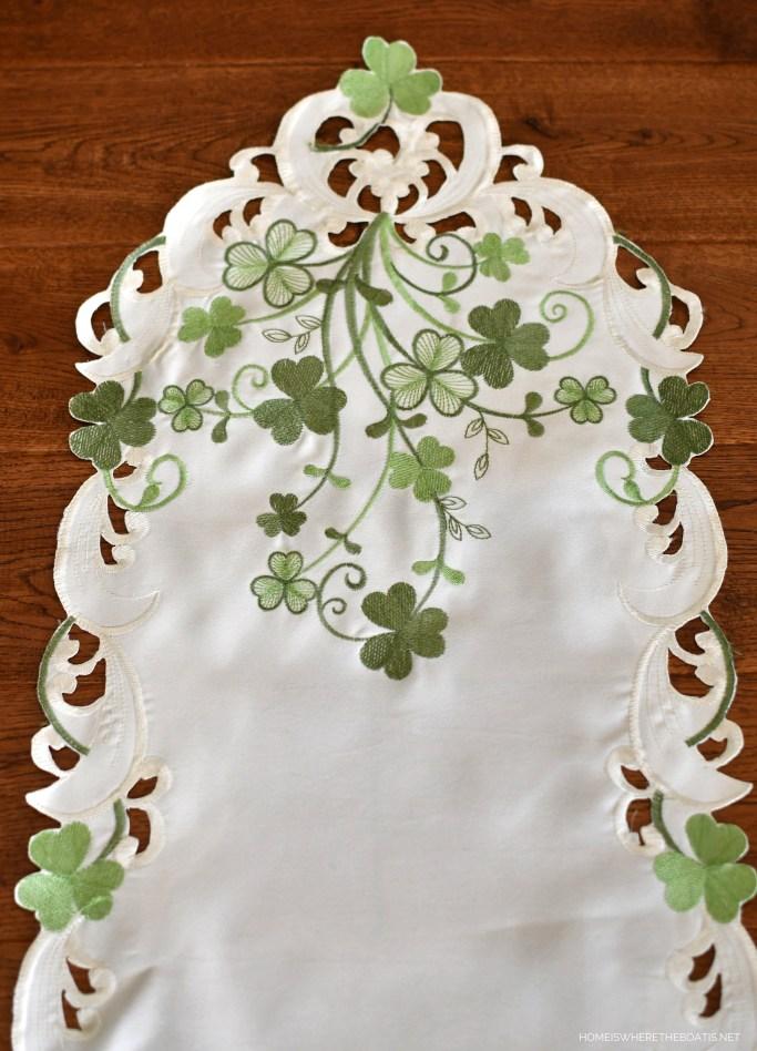 Embroidered Irish Shamrock Table Runner | ©homeiswheretheboatis.net #stpatricksday #tablescapes