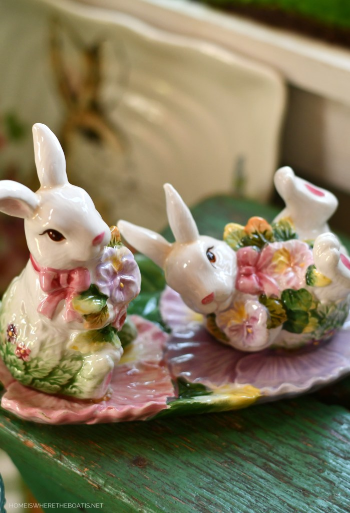 Playful pansy bunny salt and pepper shakers | ©homeiswheretheboatis.net #spring #easter #tablescape #rabbits