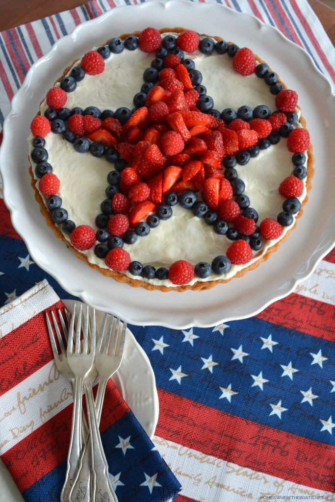 Star-Spangled Fruit Tart with a chocolate chip cookie dough crust! | ©homeiswheretheboatis.net #patriotic #dessert #july4th #berries #easy #recipe