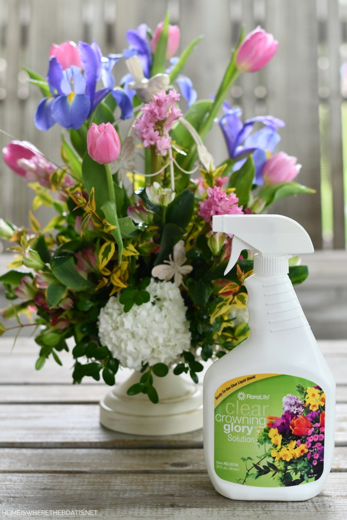 Secret to longer lasting flowers: Crowning Glory! | ©homeiswheretheboatis.net #spring #flowers #diy