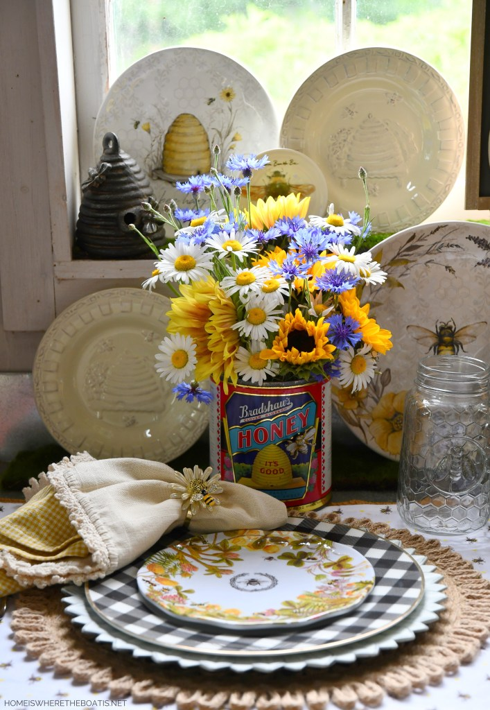 Vintage Bradshaw's Clover Blossom Honey tin as vase for flowers | ©homeiswheretheboatis.net #bees #tablescapes
