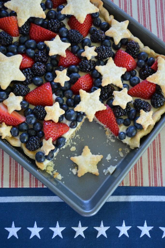 Star-Spangled Slab Pie | ©homeiswheretheboatis.net #pie #desserts #patriotic #berries #4thofJuly