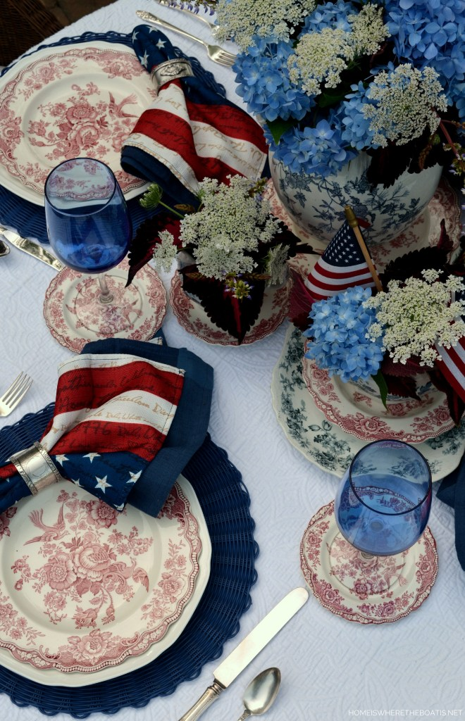 Patriotic Red, White and Blooming Table for the Fourth of July | ©homeiswherertheboatis.net #tablescapes #alfresco #lake #4thofjuly #redwhiteandlblue