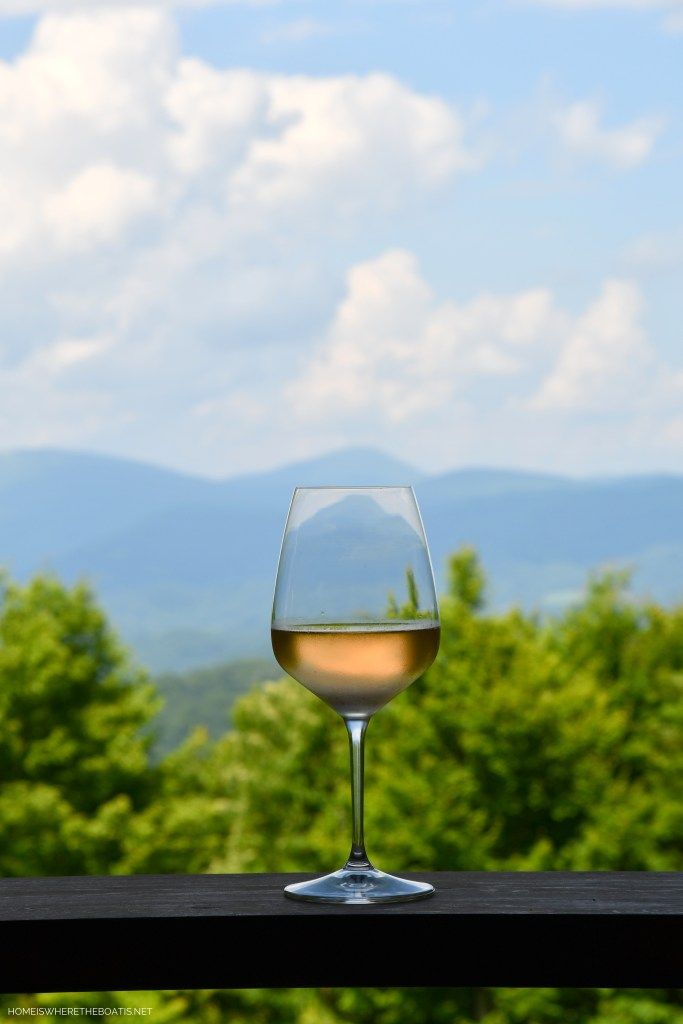 Drink in the scenery and Blue Ridge Mountain views | ©homeiswheretheboatis.net