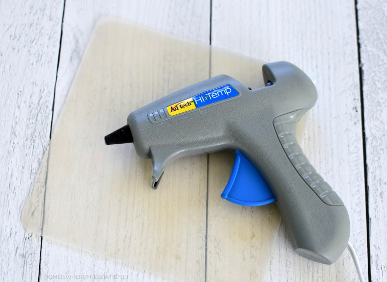 Hot glue gun and silicone mat | ©homeiswheretheboatis.net #sunflowers #DIY #fall #pillow