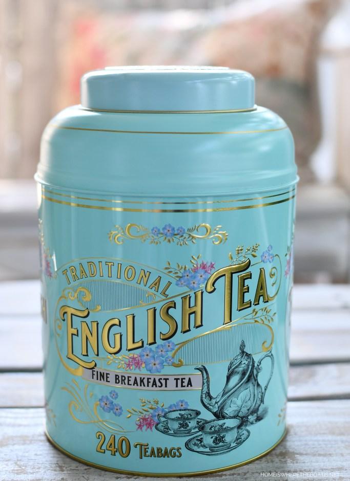 English Tea Tin | ©homeiswheretheboatis.net #tea #flowerarrangment