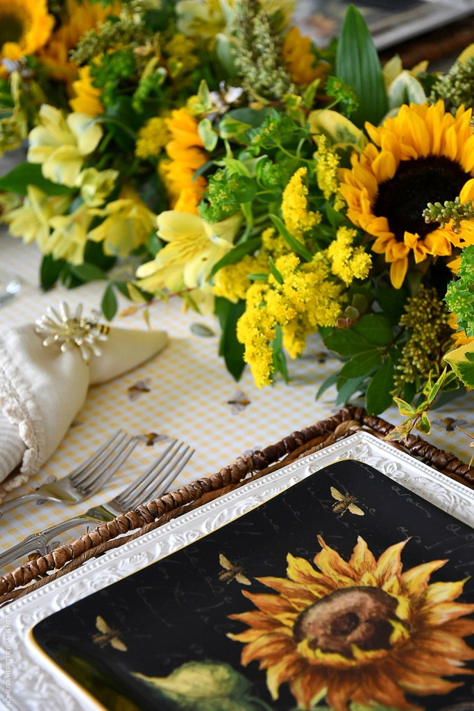 DIY Floral Centerpiece and Tablescape with sunflowers and bees | ©homeiswheretheboatis.net #sunflowers #tablescape #flowers #DIY