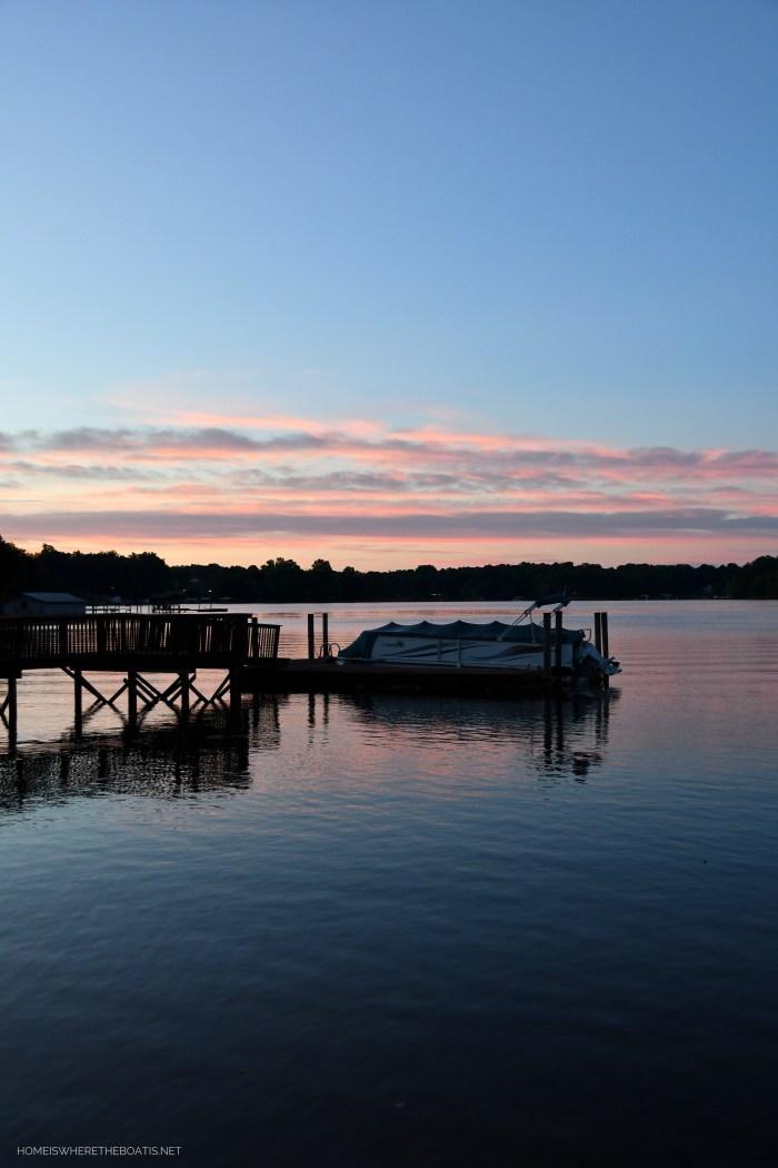 Sunrise on Lake Norman | ©homeiswheretheboatis.net #LKN #sunrise #lake