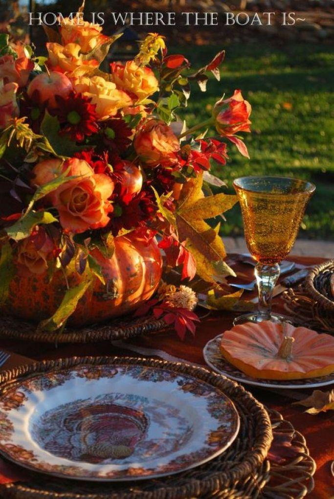 Giving Thanks Alfresco Tablescape | ©homeiswheretheboatis.net #fall #alfresco #tablescape #lake #thanksgiving #pumpkinvase