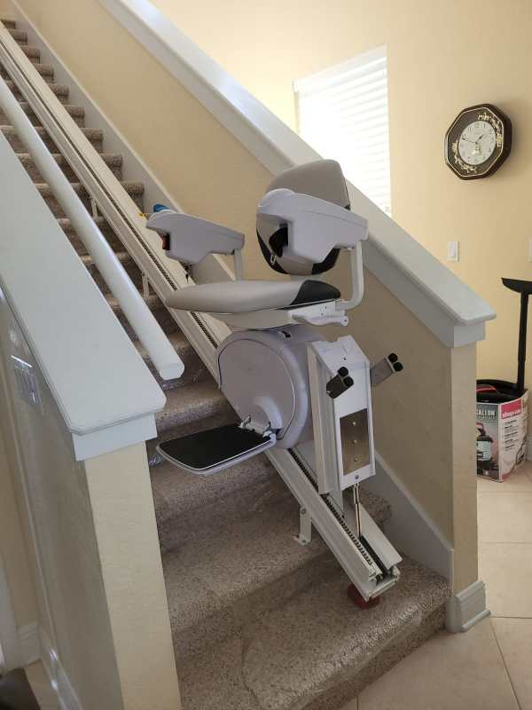 HD Stairlift with Hinge