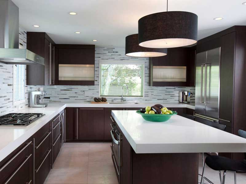 Kitchen Design With Bold Fixtures