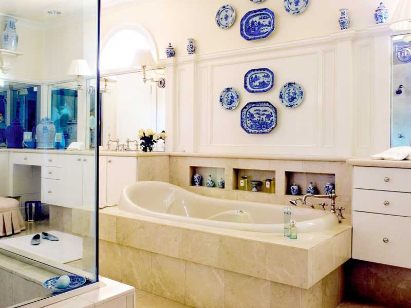 Blue and White Plates Hang
