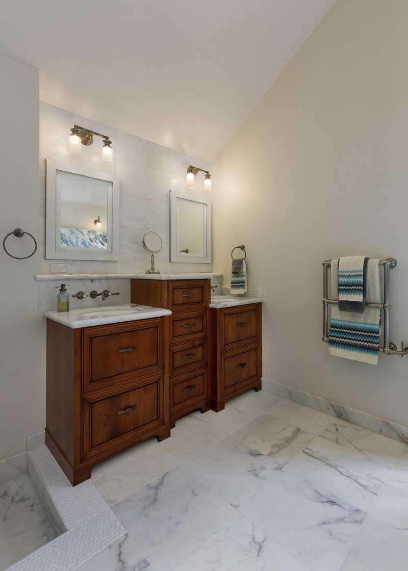 Bathroom with White Marble Tile Floor