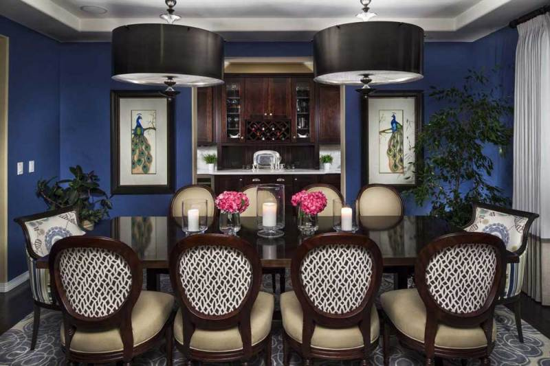 traditional navy blue dining room with black drum pendant light fixtures