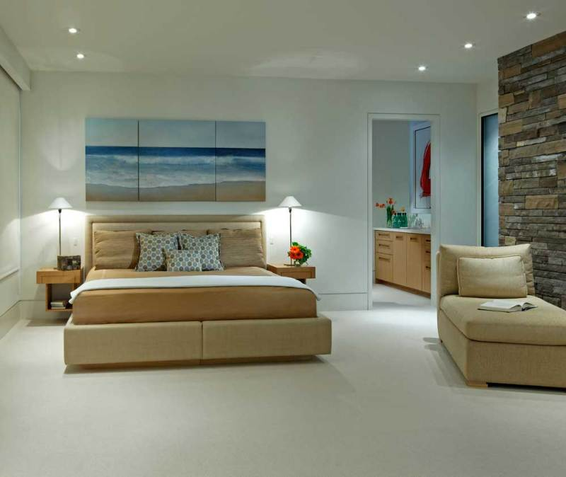 tan bedroom with table lamps