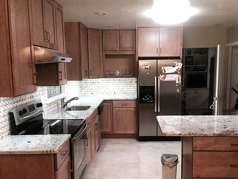 Top 25 Best White Granite Colors for Kitchen Countertops on Maple Kitchen Cabinets With Black Granite Countertops  id=31425