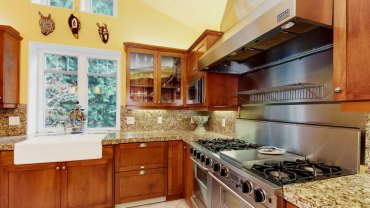 Modern kitchen with ST Cecilia granite