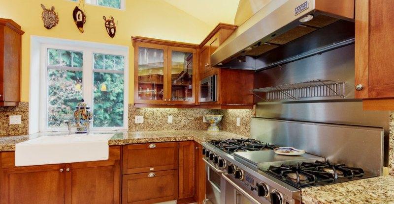 Modern kitchen with ST Cecilia granite