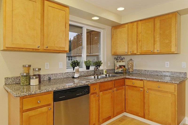 Light Wood Cabinets With New Caledonia Granite