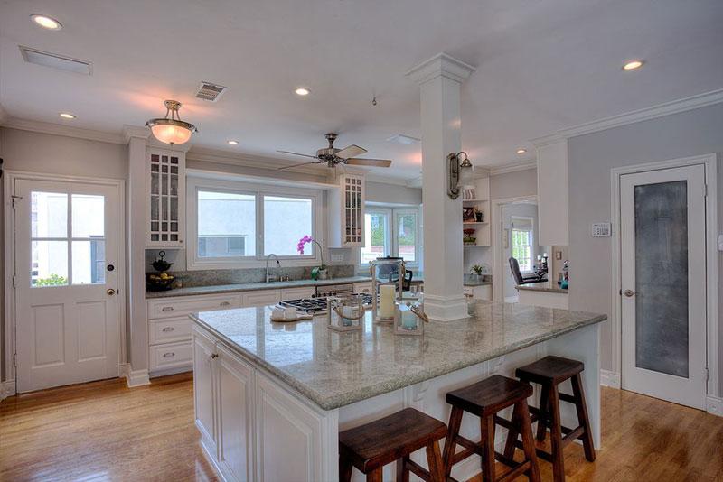 Craftsman kitchen with bianco romano granite