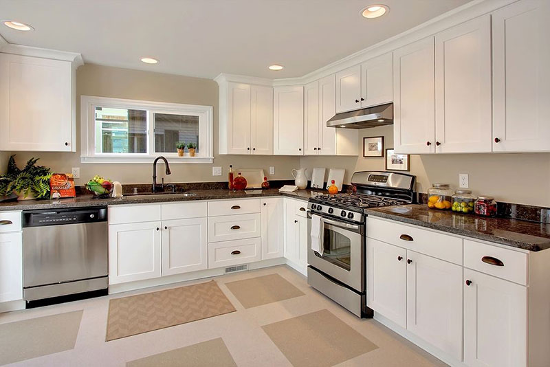 Traditional White Kitchen With Uba Tuba Granite