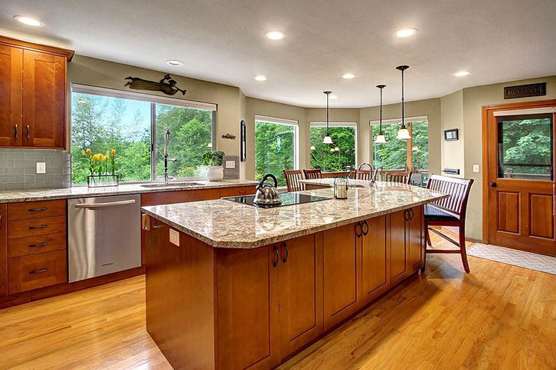 Bianco Antico Granite Countertops (Pictures, Cost, Pros ... on What Color Countertops Go With Maple Cabinets  id=25833