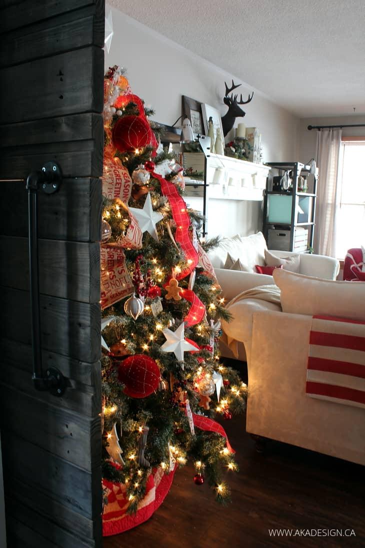BARN DOOR CHRISTMAS TREE INDUSTRIAL LIVING ROOM