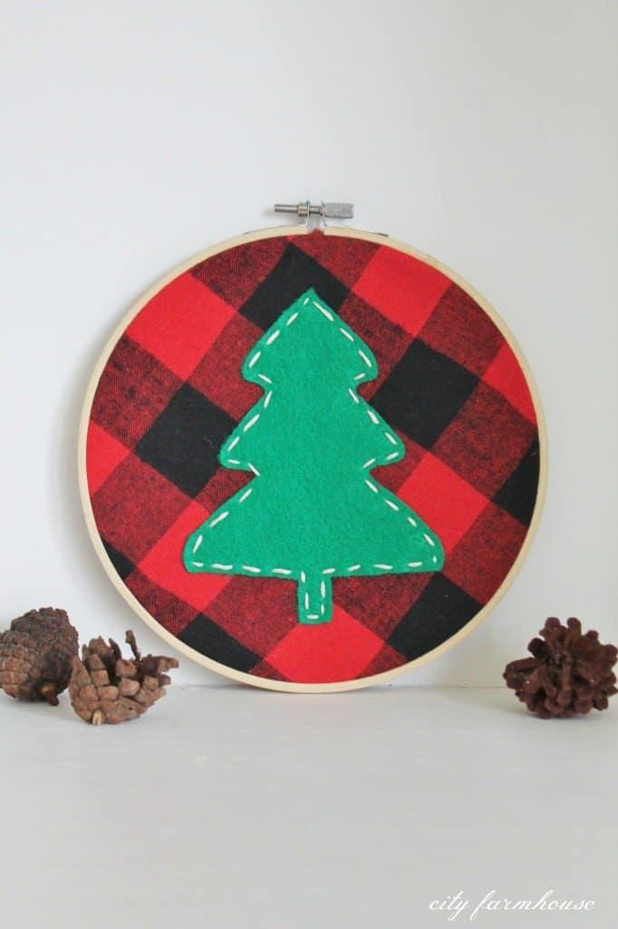 DIY-Tree-Holiday-Hoop-Using-A-Plaid-Shirt-682x1024
