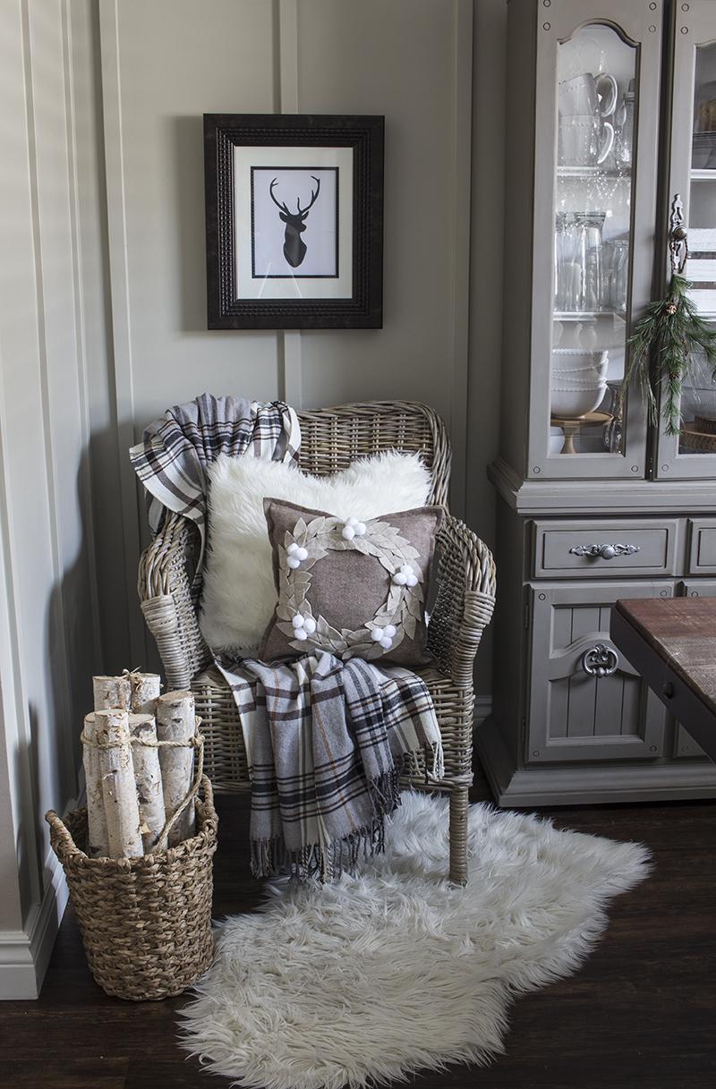 Home Made Lovely Felt Wreath Pillow 4 BLOG PIC