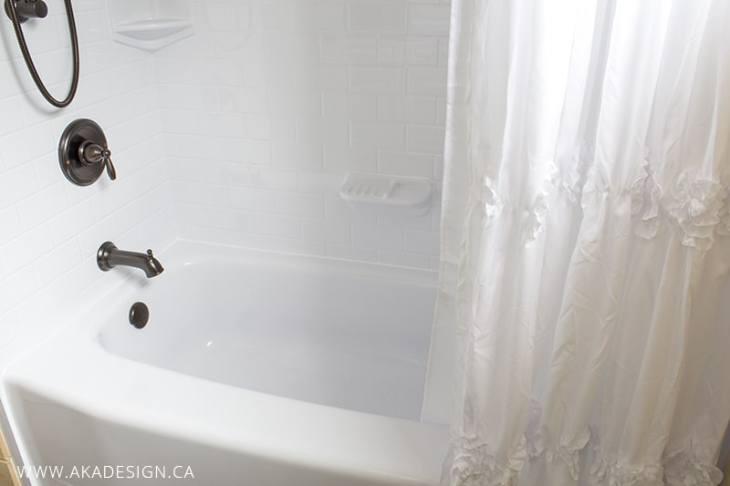 White Bath Tub after unstyled