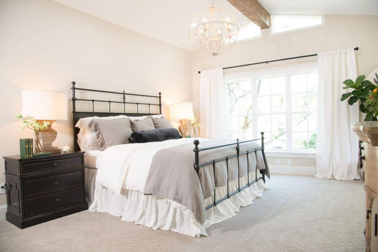 Black and White Farmhouse Bedroom Inspiration