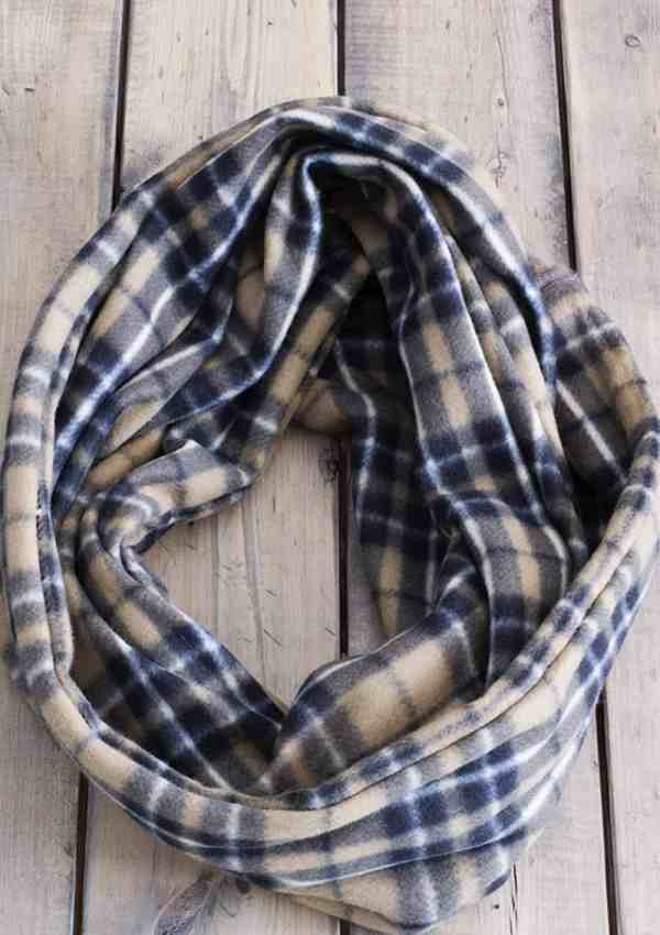 How to Make Your Own Quick & Easy Fleece Infinity Scarf