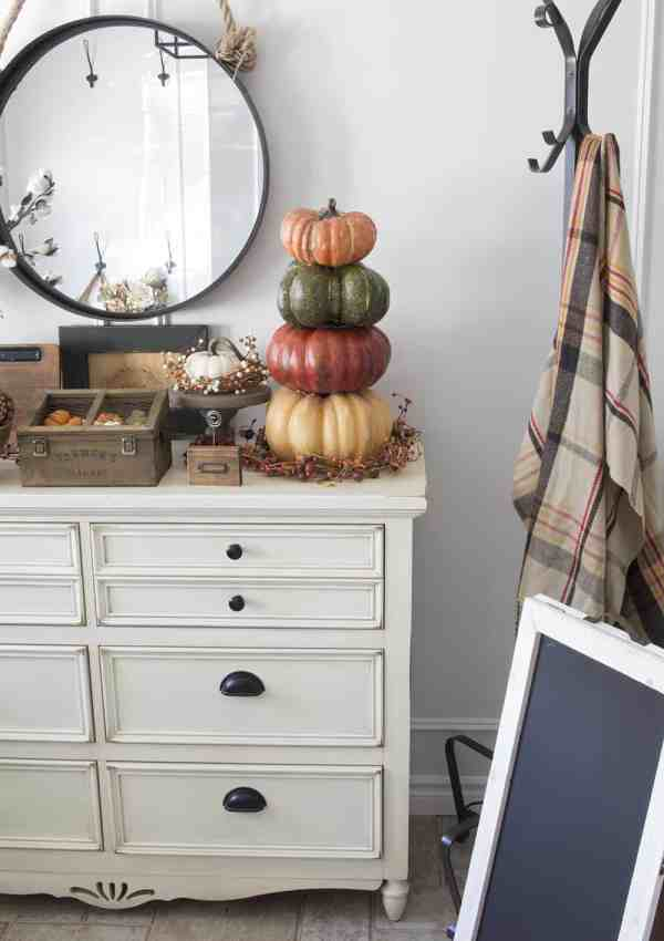 Warm Farmhouse Fall Entryway Tour – The First Fall Decor at this House