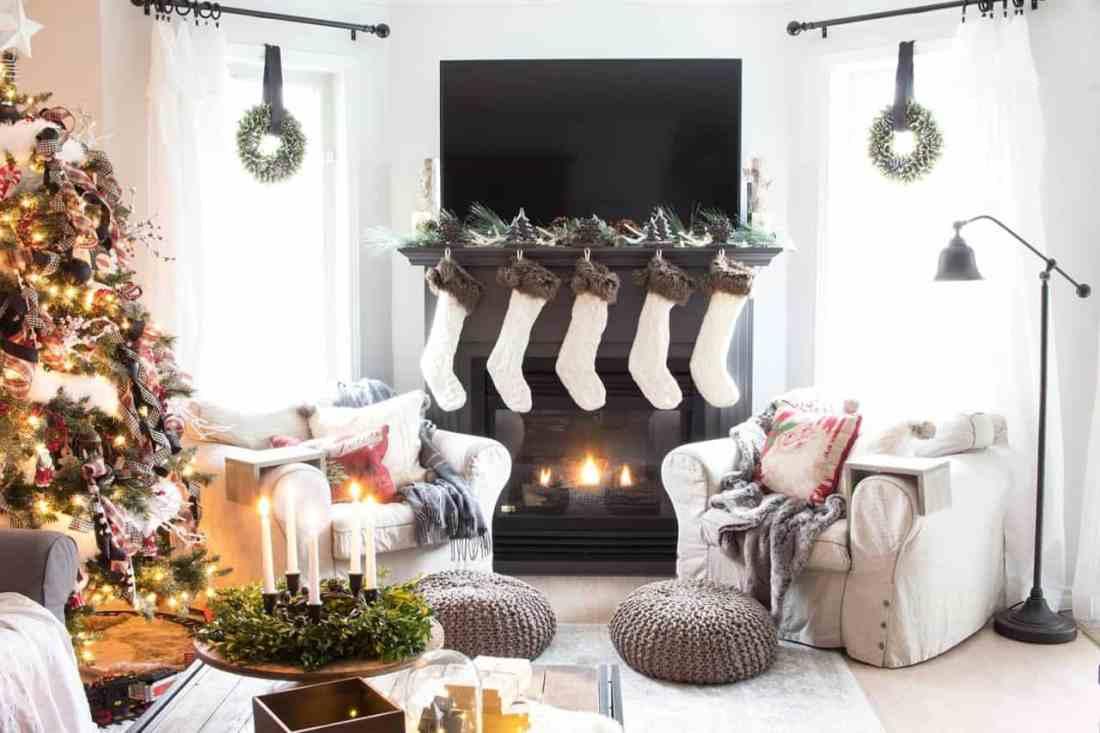 Make it beautiful christmas mantel decor ideas you 39 ll love - Mantel decor ideas with tv ...