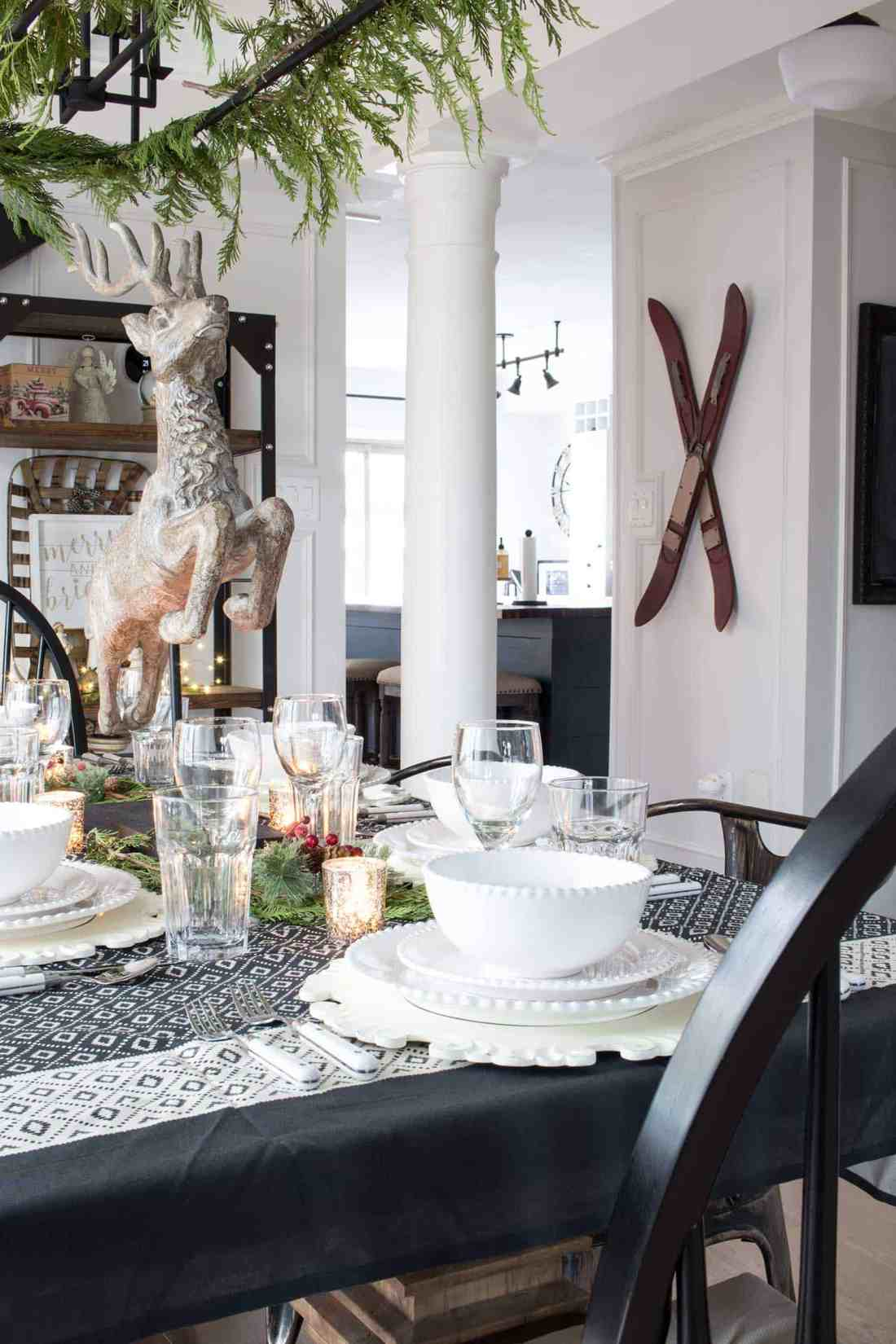 farmhouse-christmas-dining-room
