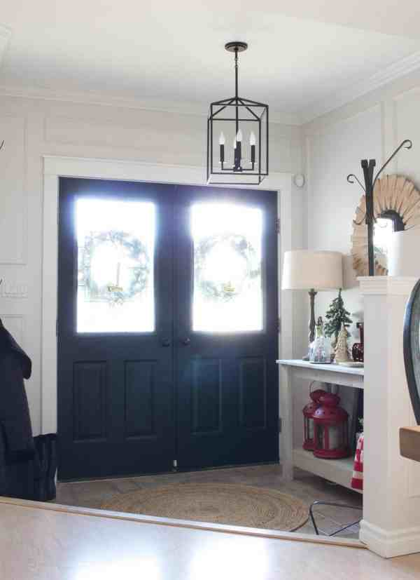 farmhouse-christmas-entryway